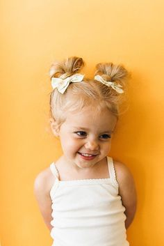 Wunderkin Co. (previously Free Babes Handmade) makes beautiful handmade hair bows in a gorgeous, timeless style. Creator and owner Hillary has built Wunderkin