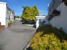 Entrance & drive at Royvon Merthyr