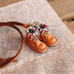 小さな革ブーツのネックレス|マロン裏地付|ネックレス・ペンダント|ハンドメイド通販・販売のCreema