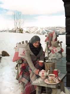 I even love winter picnics...I love the throws and hot tea/cocoa included...