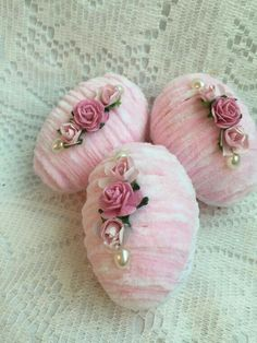 Shabby 3 Pink Chic Chenille Easter/Spring 4 by RoseChicFriends Easter Egg Crafts, Easter Projects, Easter Eggs, Easter Decor, Diy Spring Wreath, Spring Crafts, Holiday Crafts, Easter Season, Diy Ostern