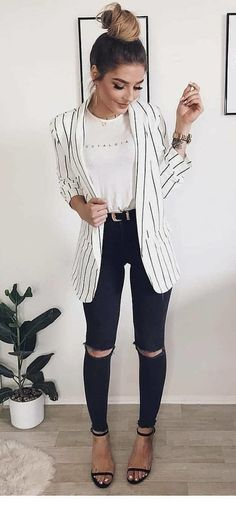 outfit with jeans Long blazer with jeans Langer Blazer mit Jeans Blazer Jeans, Look Blazer, Blazer Dress, Sleevless Blazer, Classy Outfits, Trendy Outfits, Cute Outfits, Fashion Outfits, Fashion Trends