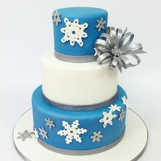 Perfect for your winter wonderland soiree! #carlosbakery