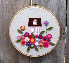 I've been wanting to do the little pink house  from the Sew Mama Sew tutorial since they first posted it, but it took Polka Dot Daze's Craft...