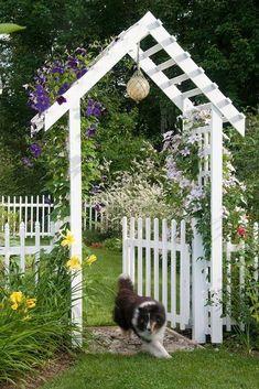 25 DIY Small Backyard Garden Ideas on A Budget - Garden Ideas Studio Garden Entrance, Garden Arbor, Garden Fencing, Garden Gate, Backyard Fences, Front Yard Landscaping, Landscaping Ideas, Hillside Landscaping, Backyard Privacy