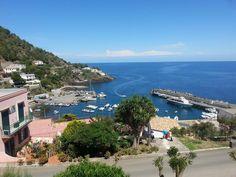 Una magnifica esperienza fra azzurro del mare e verde della campagna Ti aspettiamo a Ustica! #Experience of Interlude hotels & resorts for #VeryInterludePeople in #UsticaIsland www,lacerniabruna.it
