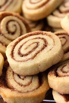 Baked Perfection: Cinnamon Roll Cookies^^ Very yummy everyone loved them Delicious Cookie Recipes, Holiday Cookie Recipes, Cookie Desserts, Yummy Cookies, Holiday Baking, Christmas Baking, Just Desserts, Sweet Recipes, Yummy Treats