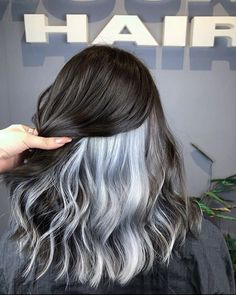 Blonde Brown Hair Color, Hair Color Streaks, Blonde Hair With Highlights, Hair Color Balayage, Hair Color Underneath, Colored Curly Hair, Hair Color Techniques, Aesthetic Hair, Hair Looks