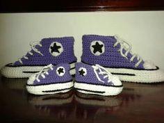 Conjunto Pantuflas / botitas bebé Tipo Converse All-star Crochet.  Macarumis