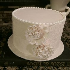 Beige Vintage rose and lace cake