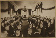 Stortinget og regjeringen i Eidsvollsbygningen under markeringen av hundreårsjubileet for Grunnloven 17. mai 1914.