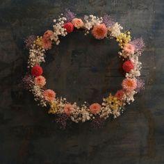 """一会レッスン on Instagram: """"こちらが本アカウントで書いてたその #ウェルカムリース 一緒にヘッドドレスも #手作り  次回1月26日です。  もっかい手作り中の写真載せてしまおうーっと。  #ウェルカムボード手作り  #ウェルカムアイテム  #ウェルカムスペース  #ブーケワークショップ…"""" Floral Wreath, Wreaths, Instagram, Home Decor, Flower Crowns, Door Wreaths, Deco Mesh Wreaths, Interior Design, Home Interior Design"""