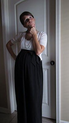 No sew DIY maxi skirt! Great way to beat the end of summer heat and will transition well into fall~!