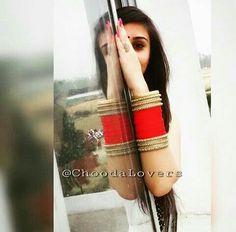 Punjabi choora Punjabi Chura, Punjabi Bride, Indian Photoshoot, Wedding Photoshoot, Bridal Bangles, Bridal Jewelry Sets, Wedding Chura, Wedding Bride, Bridal Poses