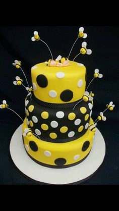 Love This Bumble Bee Cake