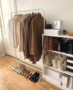 How to Create a Minimalist Capsule Wardrobe Room Ideas Bedroom, Bedroom Decor, Design Bedroom, Deco Studio, Minimalist Room, Minimalist Wardrobe, Aesthetic Room Decor, Beige Aesthetic, Dream Rooms