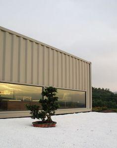 Una muestra mas de que el diseño puede ser sustentable y lujoso... un hotel 5 estrellas construido con contenedores...