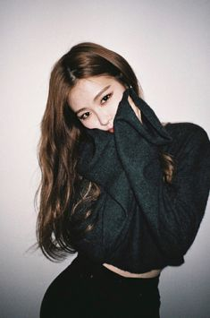 Find images and videos about kpop, rose and blackpink on We Heart It - the app to get lost in what you love. Kim Jennie, Kpop Girl Groups, Kpop Girls, Korean Girl, Asian Girl, Black Pink ジス, Blackpink Photos, Blackpink Jisoo, Forever Young