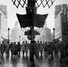 Thurston HOPKINS :: Gran Via, Madrid, Spain, 1956
