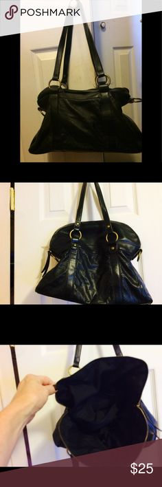 Black pocketbook Soft leather black nice bag with lots of room with zippered closure and double straps Bags Shoulder Bags
