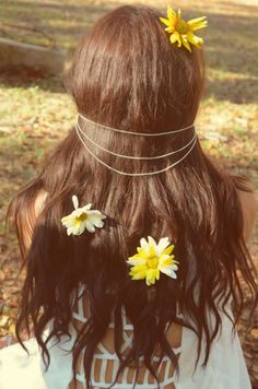 Flowers in your hair. ♡