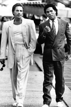1985 'Miami Vice' characters Crockett and Tubbs gave the fluid power. 1985 'Miami Vice' characters Crockett and Tubbs gave the fluid power suit a cool, not-yet-kitschy vibe. Now, this just looks odd. Miami Vice, Division Miami, 1980s Mens Fashion, Men's Fashion, Latex Fashion, 80s Suit, Mejores Series Tv, Armani Suits, Don Johnson