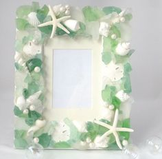 Beach Decor Sea Glass & Seashell Frame  por beachgrasscottage, $79.00