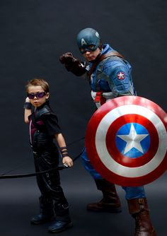 Introducing Phil and his son Hayden as Captain America and Hawkeye! These two wowed the crowds at Baltimore Comic Con this year! photo courtesy of J. Giordano and the Baltimore Sun. Top Cosplay, Marvel Cosplay, Best Cosplay, Cosplay Costumes, Storybook Characters, Movie Characters, Marvel Memes, Marvel Comics, Captain America Photos