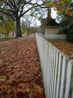 We went here in this location when we were doing the spy mission thingy Colonial Williamsburg Va, Williamsburg Virginia, Country Fences, American History Lessons, Virginia Is For Lovers, Colonial America, Architecture Details, Places To See, Exterior