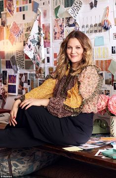 Drew Barrymore expands empire with Flower Home range at Walmart Drew Barrymore Style, Drew Barrymore 90s, 90s Fancy Dress, Thing 1, 90s Fashion, Fashion Trends, 90s Outfit, Spice Girls, Style Icons