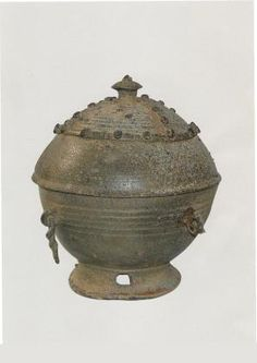 7th Century - 10th Century; Unified Silla(676 - 935)  The bone jar is closely linked to Buddhist precedents. Unlike general burial customs of the past, it seems that after cremation, which is a Buddhist funeral custom, the bones were gathered and placed in a bone jar and then buried