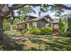 832 S BOULEVARD  TAMPA, FLORIDA 33606    5 Bedrooms, 3 Bathrooms  3236 Square Ft.
