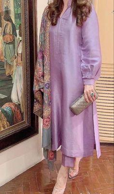 Pakistani Formal Dresses, Pakistani Fashion Casual, Pakistani Dress Design, Stylish Dress Designs, Stylish Dresses, Simple Dresses, Trendy Suits, Kurta Neck Design, Sleeves Designs For Dresses