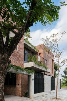 Home Building Design, Building A House, House Design, Modern Tropical House, Tropical Houses, Brick Architecture, Residential Architecture, Courtyard House, Facade House