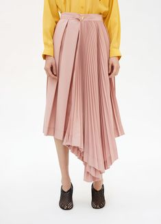 Céline - Asymmetrical pleated skirt in lightweight wool tailoring Culottes Outfit, Skirt Outfits, Work Fashion, Fashion Pants, Fashion Design, Pleated Skirt Pattern, Skirt Pleated, Rare Clothing, Caftan Dress