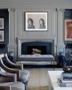 reference wall color : singular color for wall and moldings and fireplace! Sophisticated gray #GISSLER #interiordesign
