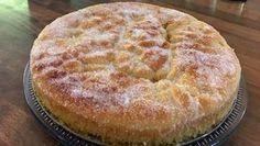 Mecklenburger Zuckerkuchen auf einem Tortenteller.
