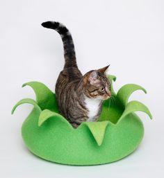 Felted Cat Bed Blüte - Katze und Filzkunst Monika Pioch Design Katzenhöhlen / Katzenbetten / Hundebetten handgefilzt