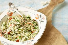 This recipe is packed with delicious cruciferous vegetables, leafy greens and a dash of garlic, for a tasty meal that will help detox the liver and balance those hormones. Healthy Options, Healthy Recipes, Cauliflower Tabbouleh, Tabbouleh Recipe, Yummy Food, Tasty, Vegetable Salad, Food For Thought, Salad Recipes