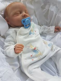 It's Friday at last! and we are celebrating by feasting our eyes on wee baby Daniel. Reborn Baby Boy, Reborn Babies, Reborn Dolls Uk, Silicone Baby Dolls, Kitchen Design, Friday, Eyes, Celebrities, Children
