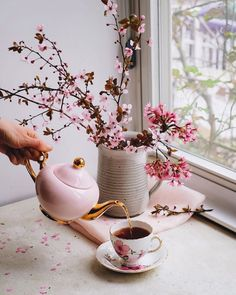 Image in ❀ collection by Ⓟriηcess Ⓢofija ♕ on We Heart It Coffee And Books, Coffee Art, Coffee Time, Tea Time, Coffee Shop, Mode Rose, Coffee Flower, Japanese Home Decor, Coffee Photography
