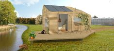 Er komt een Proef met Tiny Houses op het Erasmusveld in Wateringse Veld. Tiny Houses zijn kleine, mobiele, duurzaam gebouwde huisjes die permanent bewoond mogen worden. Uit de bijeenkomst bleek dat er onder Hagenaars genoeg enthousiasme is voor de combinatie van duurzaamheid, betaalbaarheid ...