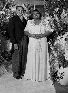 "Hattie McDaniel and James Lloyd Crawford. She played ""Mammy"" in ""Gone With the Wind""--and won the Academy Award for Best Supporting Actress (the first African American to do so). African American Weddings, African American History, Celebrity Couples, Celebrity Weddings, Vintage Wedding Photos, Vintage Weddings, Black Weddings, Wedding Pictures, Classic Hollywood"