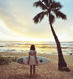 i love the way she is holding her board.