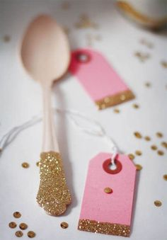 Princess Party decorations - Glitter spoons and tags. Fiestas Party, Silvester Party, Idee Diy, Blog Deco, Pink Christmas, Christmas Flatlay, Merry Christmas, Princess Party, Holiday Parties