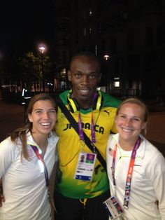 Tobin Heath and Amy Rodriguez with Usain Bolt, Olympic Village, London. (@AmyRodriguez8/Twitter)