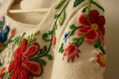 Embroidered knitwear