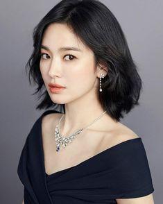 Song Hye Kyo Makes Maximum Statement in Minimalist Chaumet Jewelry Korean Beauty, Asian Beauty, My Hairstyle, Korean Celebrities, Korean Actresses, Beautiful Asian Girls, Pretty Woman, Korean Girl, Poses