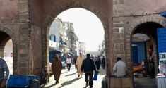 This post shows you the places to visit in Essaouira, a Unesco listed town in Morocco. Essaouira can be visited as a day trip from Marrakech or Agadir. Agadir, Day Trip, Marrakech, Morocco, Trips, Places To Visit, Street View, Traveling, Travel