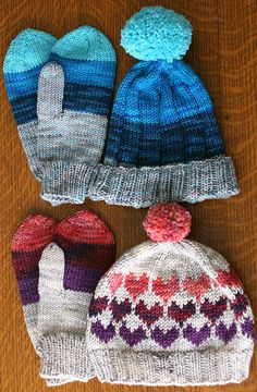 Grammy's hat and mitts pattern, free! designed by Tanis Lavallée ... hearts!